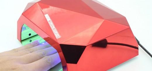 Ультрафиолетовая сушилка для ногтей.